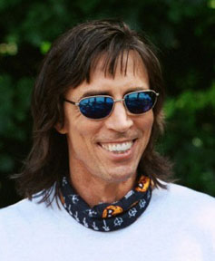 how tall is tom scholz