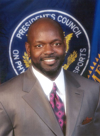 http://www.nndb.com/people/558/000025483/emmitt-smith-1-sized.jpg